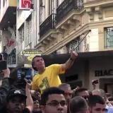 En video | El momento en que apuñalan a candidato a la Presidencia de Brasil en manifestación pública