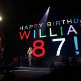 En video   Shakira celebra el cumpleaños de su papá en medio de concierto