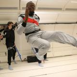 En video | Usain Bolt también vence a la gravedad
