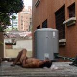 Cae de edificio tras supuesto intento de robo