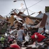 """""""Comencé a correr cuando vi las olas"""": sobrevivente de tsunami en Indonesia"""