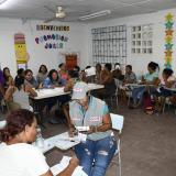 Comunidad que participó en el censo de ayer, en un salón de clases del Colegio Fe y Alegría de Rebolo.