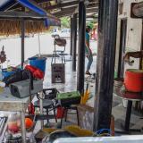 Algunos caseteros desalojan las casetas ubicadas cerca al muelle de Puerto.