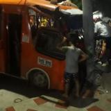En video   Bus se estrella contra un poste en el barrio La Manga