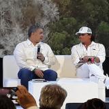El presidente Iván Duque en una reunión con el cantante samario Carlos Vives.