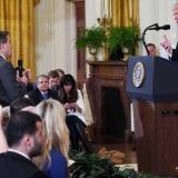 """La Casa Blanca devolverá """"temporalmente"""" el pase al periodista de CNN"""