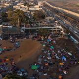 Caravana de migrantes se reagrupa en Tijuana
