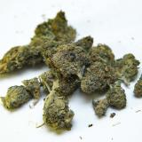 Francia da un primer paso hacia la autorización del cannabis terapeútico
