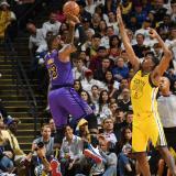 Lakers derrotan a los actuales campeones de la NBA