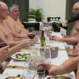 En video | Primer restaurante nudista de París anuncia el cierre de sus puertas