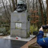 Vandalizan la tumba de Karl Marx en Londres