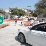 El alcalde Char da paso a un vehículo para que transite por la carrera 53.