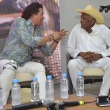 Carlos Vives con Náfer Durán durante el conversatorio sobre la vida y obra del juglar fallecido.