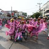 El grupo El Cuchurrucú , integrado por hombres, danzando en la festividad.