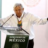 López Obrador habla en su visita a Guadalajara.