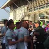 En video   Hinchas y jugadores del Unión Magdalena se enfrentaron en aeropuerto Simón Bolívar