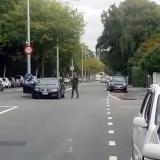 Hombres armados abren fuego contra dos mezquitas en Nueva Zelanda: un detenido