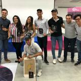 Grupo de ganadores de la Emprendetón en Barranquilla por su propuesta de diseño de una aplicación para el transporte público, llamada Mango.