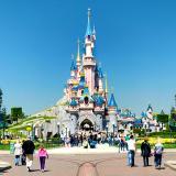 Estampida de turistas en Disneyland por falsa alarma