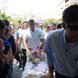 En medio de lágrimas y gritos de lamentos, familiares dan último adiós a Salomé