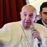 El Papa durante una intervención en el avión .