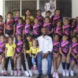 El patinador Álex Cujavante compartiendo con los niños de su Fundación ACL.