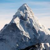 La altura oficial del Everest es de 8.848 metros, según una medición lograda en 1954.