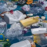 ¿Dónde desaparece el plástico perdido en los océanos?
