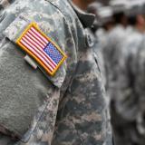 Entra en vigor el controvertido veto de Trump a los transgéneros en el ejército