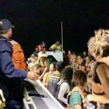 En video | Armada rescata a 23 turistas que quedaron a la deriva cerca de Santa Marta