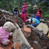 En video | Reanudan labores de rescate tras deslizamiento en el Cauca que deja al menos 24 muertos