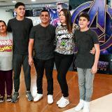 """Esta es la familia Pérez Urrea, que """"desde siempre"""" han sido fanáticos de las películas del universo Marvel."""