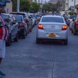 En tres barrios, las calles se han convertido en parqueaderos