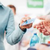 Las tarjetas de crédito tienen diferentes tarifas de la cuota de manejo.