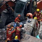 Siete muertos al desplomarse un edificio en Shanghái