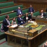 Gobierno británico pospone votación en el Parlamento del acuerdo del Brexit