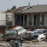 Tornado devasta Oklahoma y mata a dos personas