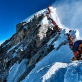 """Debido a estos atascos, """"las botellas de oxígeno de muchos montañistas se agotan"""" explica la alpinista india Ameesha Chauhan."""