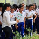 Estudiantes durante la actividad ambiental.