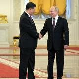 Putin recibe a Xi en medio de tensiones con EEUU
