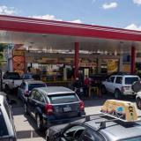 Venezuela se quedaría sin gasolina en un mes, según trabajadores petroleros