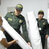 Policía entrega 500 metros de tela para atuendos de indígenas de la Sierra Nevada