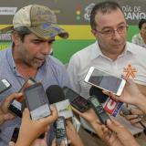 El alcalde Alejandro Char con el director del Sena, Carlos Mario Estrada.