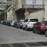 Panorama de la calle 39, en el centro de Barranquilla, lugar en donde se acumulan más de 40 vehículos.