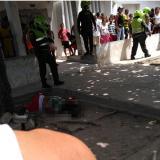 La víctima del ataque sicarial quedó tendida en el piso, pero familiares lo recogieron y lo llevaron al Paso La Luz-La Chinita, adonde llegó sin vida.