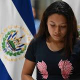 Viuda de salvadoreño que murió con su hija en el río Bravo regresa a su país