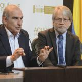 Humberto de la Calle junto a Antanas Mockus durante una conferencia de prensa.