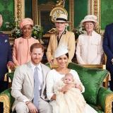 La familia real, luego de la ceremonia de bautizo del pequeño Archie.