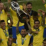 """""""Hemos construido algo juntos"""": Dani Alves tras levantar la Copa América"""