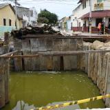 Agua estancada en las obras de canalización del arroyo Hospital, en la esquina de la calle 41 con carrera 31.